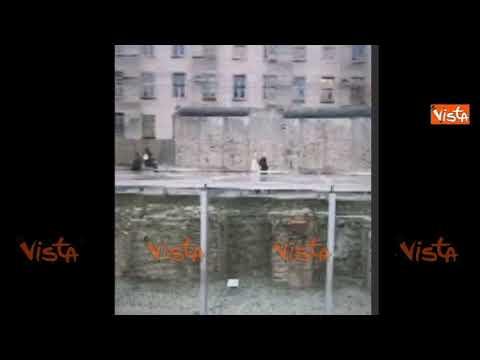 29 anni fa cadeva il muro di Berlino, i tedeschi lo ricordano sui social