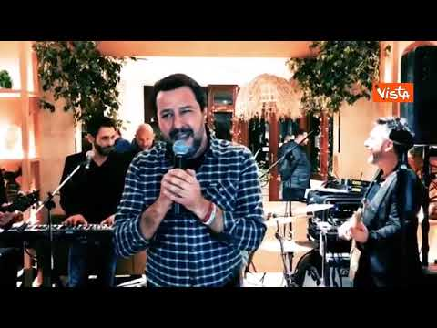 Salvini celebra Sanremo e canta 'Io Vagabondo'