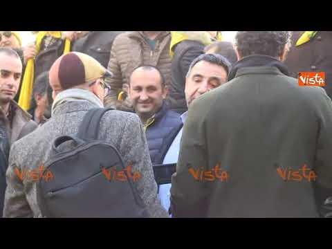 Pecorino e bruschette, pastori sardi e agricoltori protestano in piazza Montecitorio