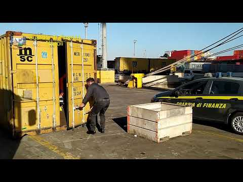 GdF Napoli: sequestrate al porto 3 tonnellate di rifiuti speciali diretti in Africa.